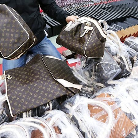 Counterfeit Purses, Other Items Seized at Chicago Airport